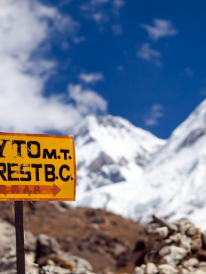 China cerró el Everest a los turistas por la basura